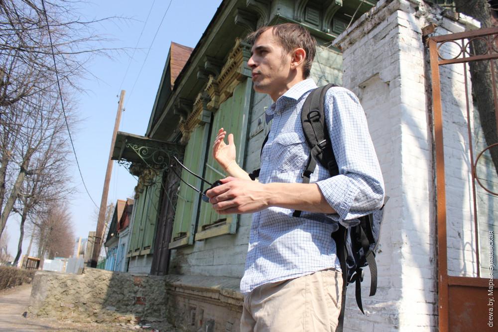 2013 г. Яўген Малікаў праводзіць апошнюю экскурсію па Валатаўской перад зносам будынкаў.