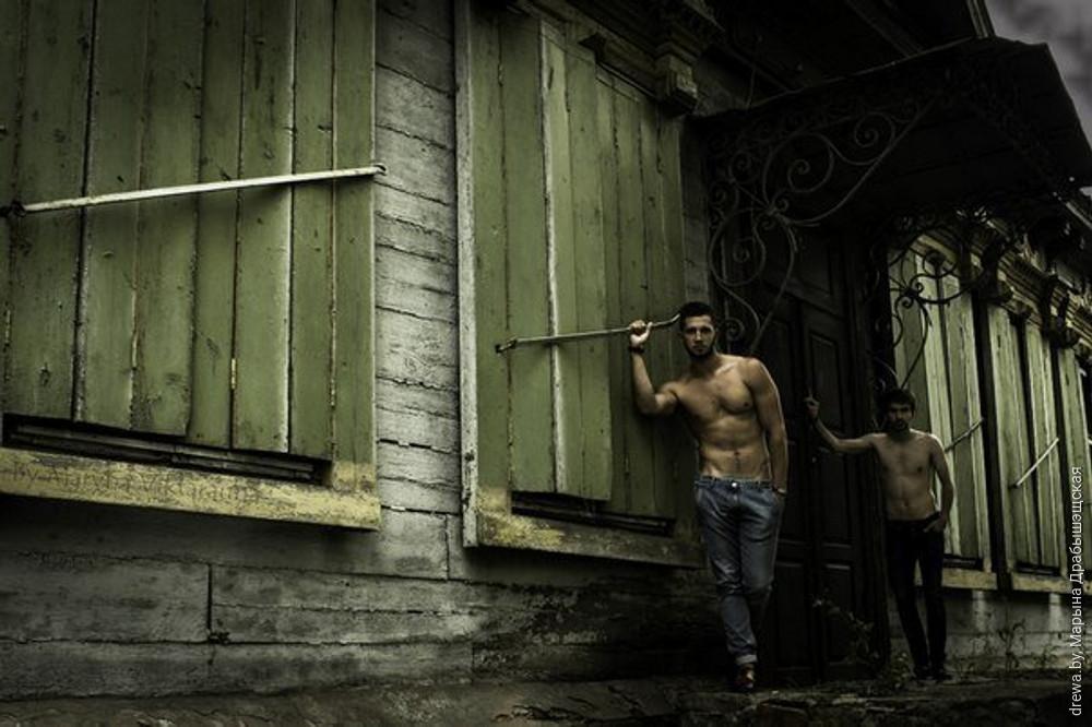 2013 г. Аголеная фотасесія ў абарону драўлянай забудовы