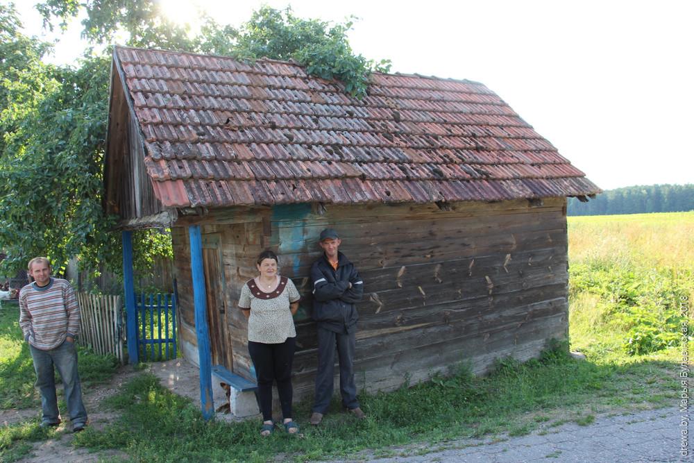 Гаспадарчы будынак на супраць дому