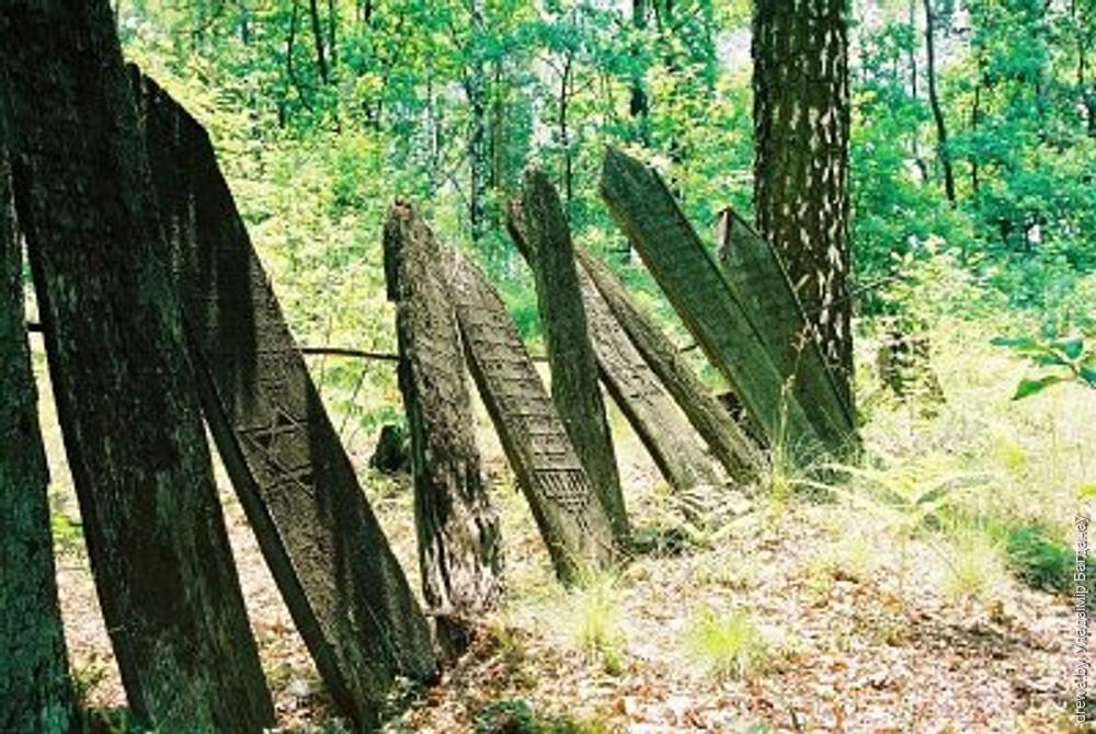 Мацэвы на жыдоўскіх могілках у Леніне